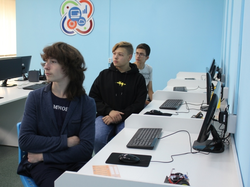 Семь команд разрабатывают программы в краевом IT-хакатоне