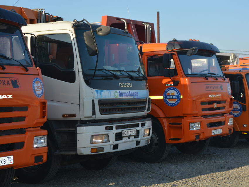 Шесть новых единиц спецтехники для сбора и вывоза ТКО поступили в Забайкалье