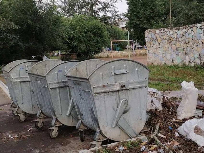 Сотрудники «Олерон +» расчистили контейнерные площадки в Краснокаменске