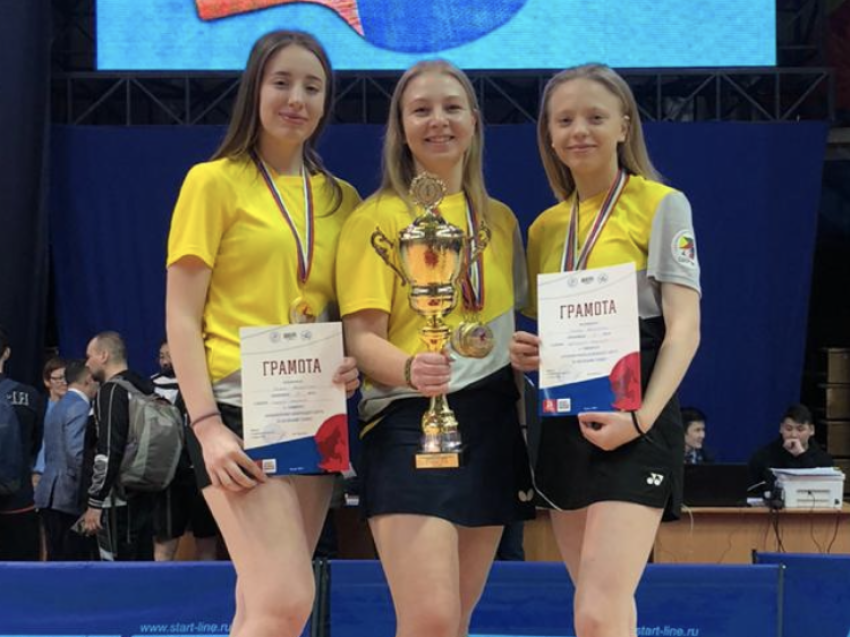 Три золотых и серебряную медали завоевали забайкальские теннисистки в личном и парном зачетах Чемпионата ДФО