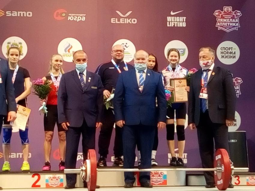 В Ханты-Мансийске прошел чемпионат России 2021 по тяжелой атлетике среди женщин и мужчин