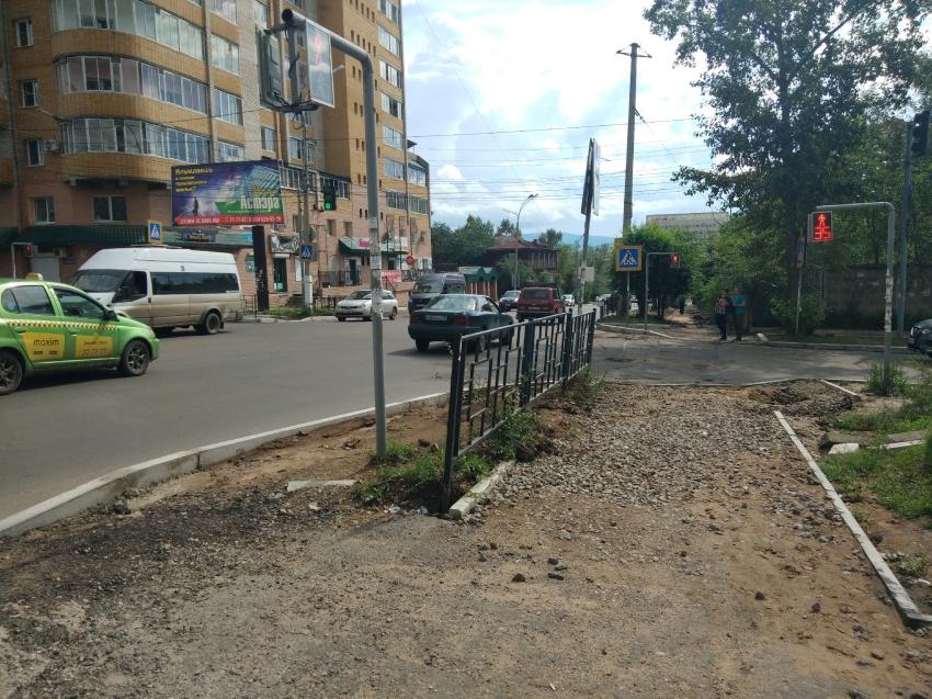 Две бригады дорожников начнут с 1 августа обустройство тротуаров по улице Богомягкова в Чите
