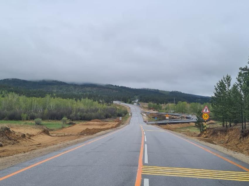 Движение на федеральной трассе возле поселка Дарасун в Забайкалье перевели на объездную дорогу