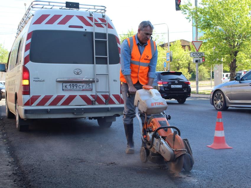 Новый асфальтобетон с улицы Полины Осипенко в Чите прошел испытания по качеству