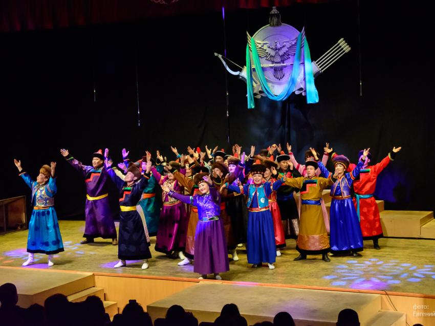 «Амар сайн» покажет онлайн-спектакль ко Дню театра