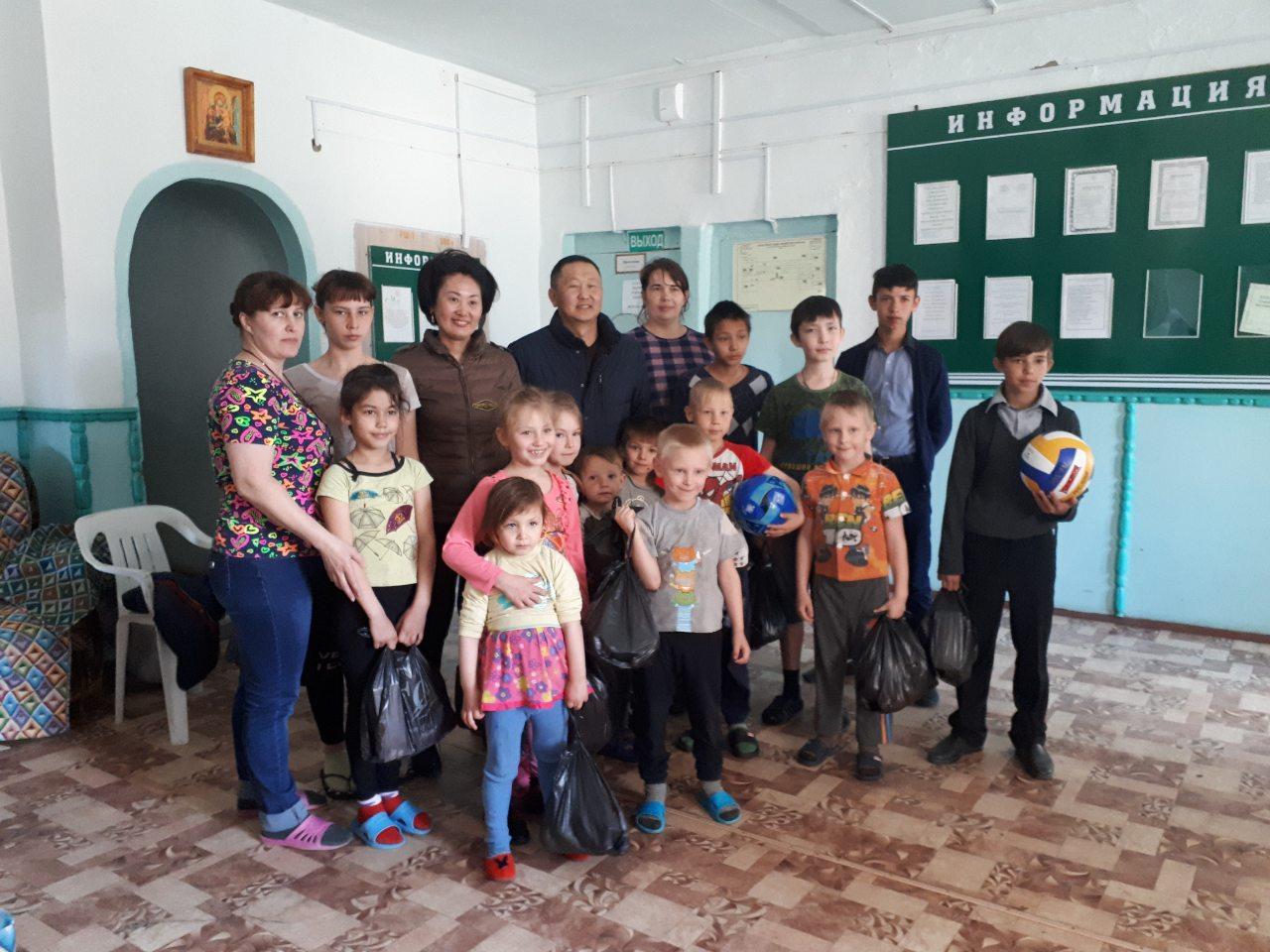 Сотрудники отдела ЗАГС провели благотворительную акцию