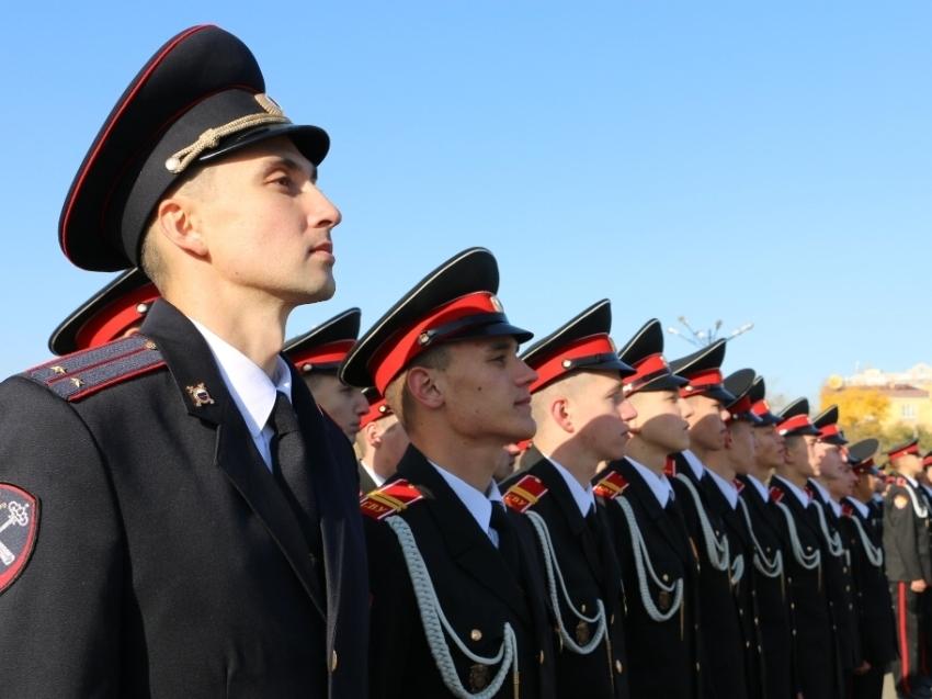 Первокурсники суворовского училища приняли клятву на центральной площади Читы