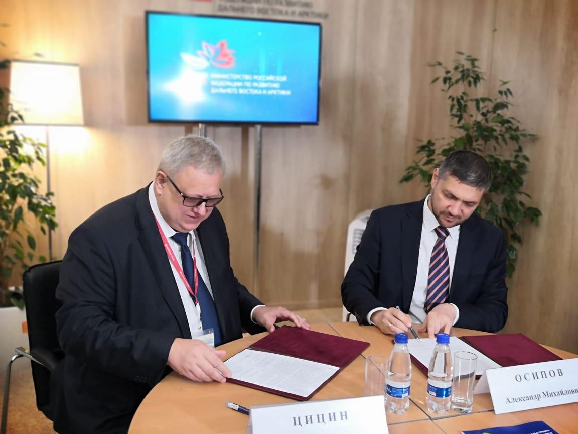 Александр Осипов подписал на ВЭФ соглашение о финансировании переселения граждан из аварийного жилья на 857 миллионов рублей