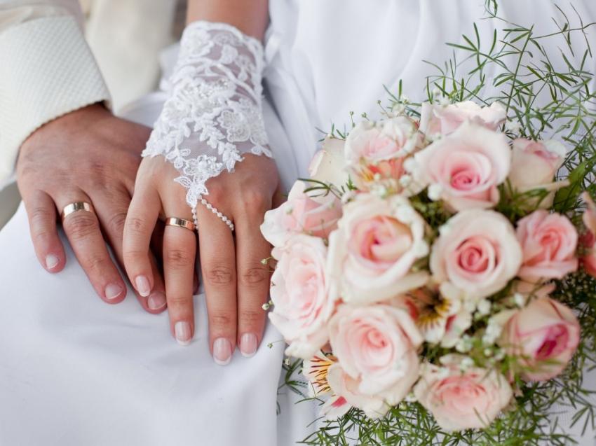 Минюст назвал самые популярные месяцы для свадеб среди россиян