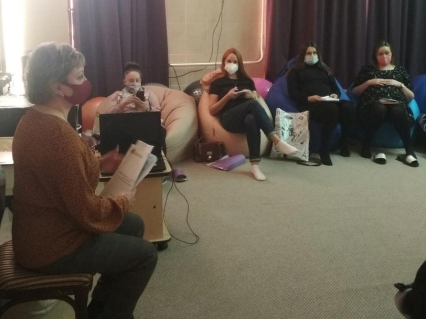 Специалисты Департамента ЗАГС консультируют будущих мамочек по правовым вопросам